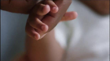 Aveeno Baby Daily Moisture Lotion TV Spot, 'Baby Lashes' - Thumbnail 4
