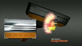 MicroTouch Tough Blade TV Spot, 'Hinchas' con Brett Favre [Spanish] - Thumbnail 7