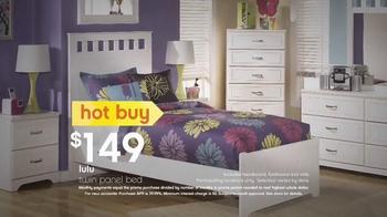 Ashley Furniture Homestore TV Spot, 'Summer Hot Buys' - Thumbnail 4
