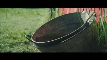 Benjamin Moore Aura Exterior Paint TV Spot, 'The Red Barn' - Thumbnail 5