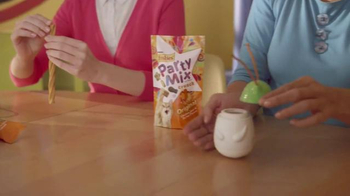 Friskies Pull 'n Play TV Spot, 'Playhouse' - Thumbnail 6