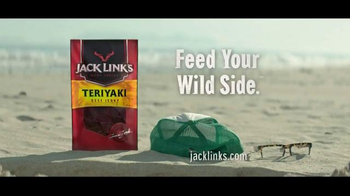 Jack Link's Beef Jerky TV Spot, 'Messin' with Sasquatch: Beach Hole' - Thumbnail 10