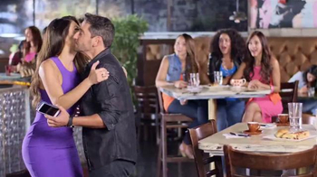 Univision Mobile TV Spot, 'Quejas en el bar' con Chiqui Delgado [Spanish] - Thumbnail 8