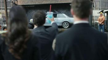 Nissan Sentra TV Spot, 'Funeral de Bernie' Canción de Miley Cyrus [Spanish - Thumbnail 2