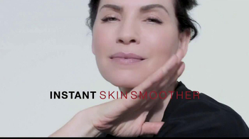 L'Oreal Revitalift Miracle Blur TV Spot Featuring Julianna Margulies - Thumbnail 8