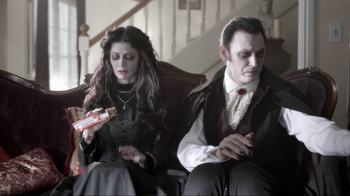 Nutri-Grain Fruit Crunch Bar TV Spot, 'Dracula' - Thumbnail 4