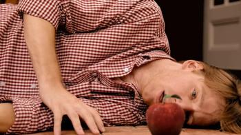 Redd's Apple Ale TV Spot, 'Backyard Party' - Thumbnail 5
