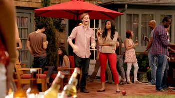 Redd's Apple Ale TV Spot, 'Backyard Party' - Thumbnail 7
