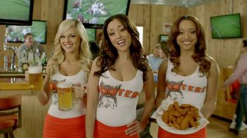 Hooters TV Spot, 'Free Wings for a Year'