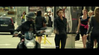 Lenovo Yoga TV Spot, 'Motorcycle Escape' - Thumbnail 6