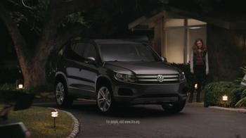 Volkswagen 2013 Tiguan S TV Spot, 'Grocery Run' Song by Chamillionaire - Thumbnail 8