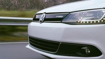 Volkswagen Jetta Hybrid TV Spot, 'Passing' Song by Carter Burwell - Thumbnail 10