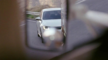 Volkswagen Jetta Hybrid TV Spot, 'Passing' Song by Carter Burwell - Thumbnail 4