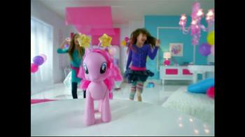 My Little Pony Walkin' Talkin' Pinkie Pie TV Spot, 'Walk and Talk' - Thumbnail 6
