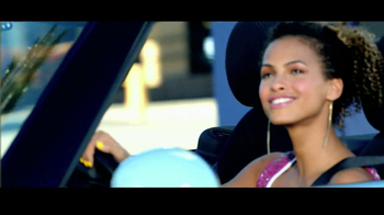 Olay Fresh Effects Va-Va-Vivid Cleansing Brush TV Spot, 'Car Wash' - Thumbnail 2