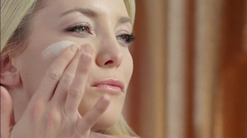Almay Smart Shade Makeup TV Spot, 'M is for Magic' Featuring Kate Hudson - Thumbnail 4