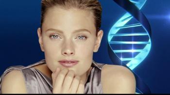 Estee Lauder Advanced Night Repair TV Spot, 'Beautiful Eyes' - Thumbnail 5