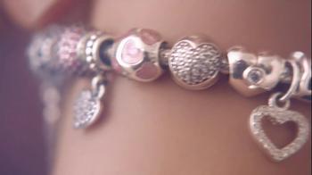 Pandora Valentine's Day Bracelet TV Spot,  Song by April McLean - Thumbnail 7