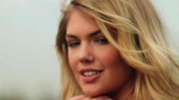 Mercedes-Benz Extended Super Bowl 2013 TV Spot, 'Car Wash' Feat. Kate Upton - Thumbnail 6