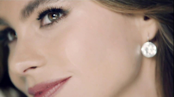 CoverGirl Outlast Stay Fabulous TV Spot, 'Clock' Featuring Sofia Vergara - Thumbnail 8
