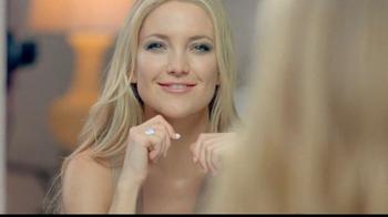 Almay Intense i-Color Bold Nudes TV Spot Featuring Kate Hudson - Thumbnail 5