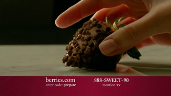 Shari's Berries TV Spot 'Valentine's Day Fruit' - Thumbnail 8