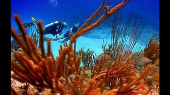 Cayman Islands Department of Tourism TV Spot, 'Warmth' - Thumbnail 3