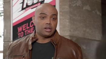 Capital One TV Spot, 'Checking In' Feat. Samuel L. Jackson, Charles Barkley - Thumbnail 4