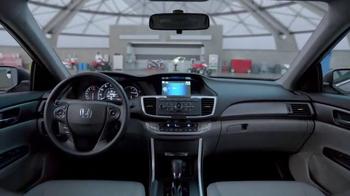 Honda Dream Garage Sales Event: 2015 Honda Accord LX TV Spot, 'Trimmers' - Thumbnail 6