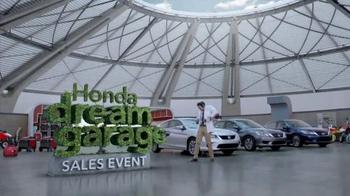 Honda Dream Garage Sales Event: 2015 Honda Accord LX TV Spot, 'Trimmers' - Thumbnail 7