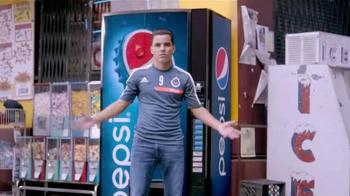 Pepsi TV Spot, 'Bodega' Con Omar Bravo [Spanish] - Thumbnail 4