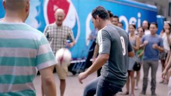 Pepsi TV Spot, 'Bodega' Con Omar Bravo [Spanish] - Thumbnail 6