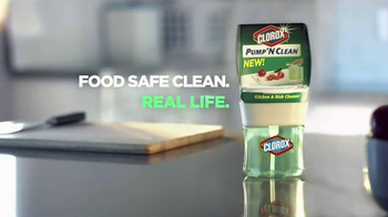Clorox Pump 'N Clean TV Spot, 'Cooking and Cleaning' - Thumbnail 9