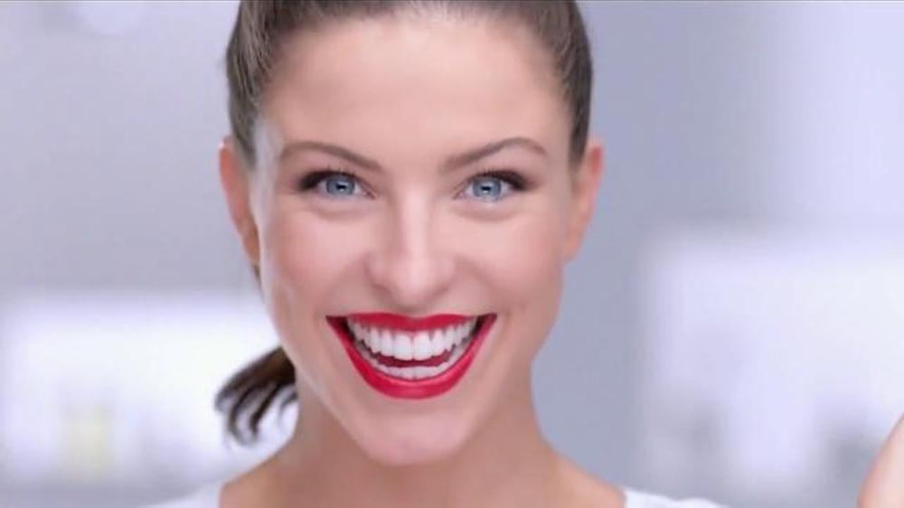 Colgate Optic White Pluma Blanquedora TV Commercial, 'Rapidez'