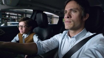 2015 Chrysler 200 TV Spot, 'Mamá' Con Gael García Bernal [Spanish]