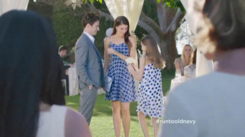 Old Navy TV Spot, 'Best Dressed Guest' Featuring Julia Louis-Dreyfus - Thumbnail 2