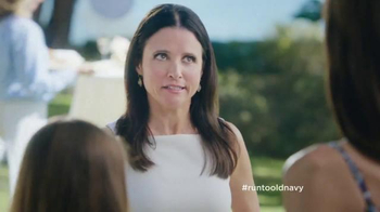 Old Navy TV Spot, 'Best Dressed Guest' Featuring Julia Louis-Dreyfus - Thumbnail 6