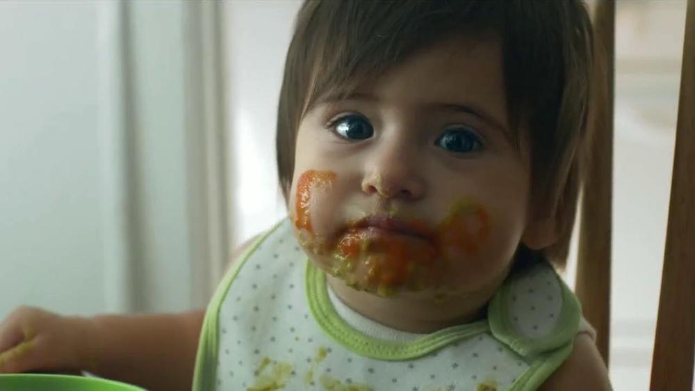 TurboTax TV Commercial '??Tuviste un hijo el a??o pasado?'