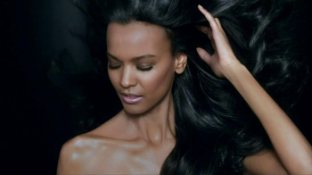 L'Oreal Paris Total Repair 5 Extraordinary Oils TV Spot, 'Reveal the Secret' - Thumbnail 10