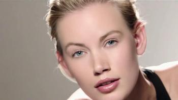 Macy's Beauty Scene TV Spot [Spanish] - Thumbnail 4