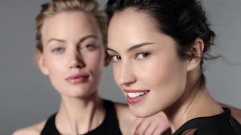 Macy's Beauty Scene TV Spot [Spanish] - Thumbnail 7