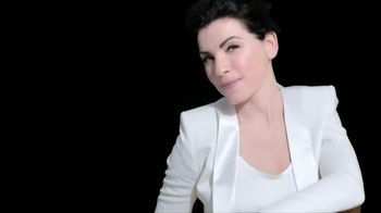 L'Oreal Revitalift Miracle Blur TV Spot, 'In Seconds' Featuring Julianna Margulies