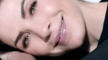 L'Oreal Revitalift Miracle Blur TV Spot, 'In Seconds' Featuring Julianna Margulies - Thumbnail 9