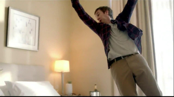 Embassy Suites Hotels TV Spot, 'The Divider' - Thumbnail 9