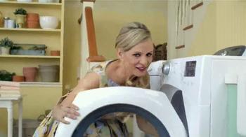 Downy Unstopables TV Spot, 'Closet' Featuring Amy Sedaris - Thumbnail 2