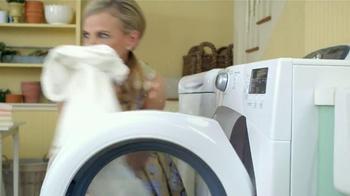 Downy Unstopables TV Spot, 'Closet' Featuring Amy Sedaris - Thumbnail 3