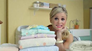 Downy Unstopables TV Spot, 'Closet' Featuring Amy Sedaris - Thumbnail 4