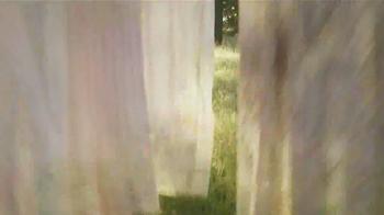 Downy Unstopables TV Spot, 'Closet' Featuring Amy Sedaris - Thumbnail 9