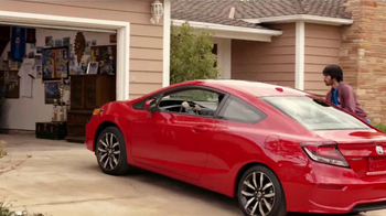 2014 Honda Civic Coupe TV Spot, 'Fútbol' Letra por Kinky[Spanish] - Thumbnail 3
