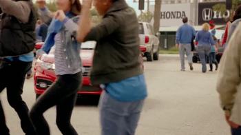 2014 Honda Civic Coupe TV Spot, 'Fútbol' Letra por Kinky[Spanish] - Thumbnail 8